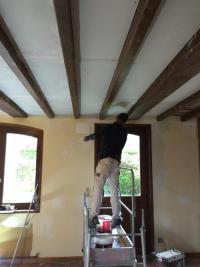 Isolation de plafond et peinture sur poutre à Goeulzin