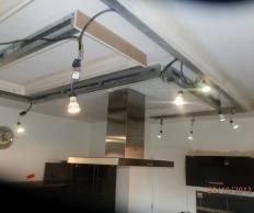 Plafond décoratif avec spots intégrés